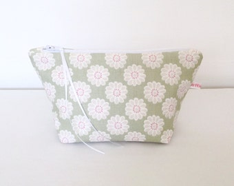 Sage Daisy Cosmetic Bag, Cosmetic Bag, Pouch