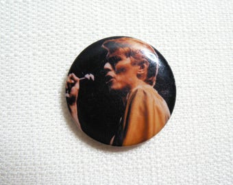 Vintage 80s David Bowie - Singing on Stage - Pin / Button / Badge