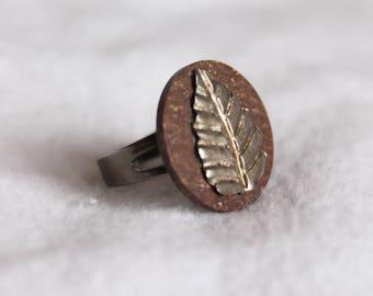 Brushed Metal Leaf Brown Button Adjustable Ring