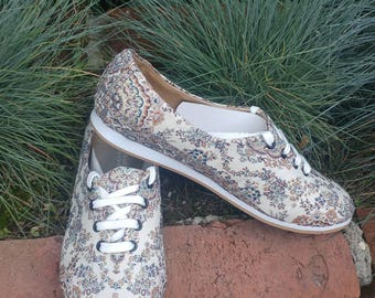 Fabric tradational shoes