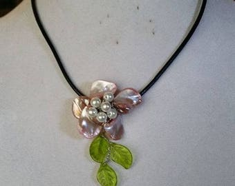 Flower Shell Necklace