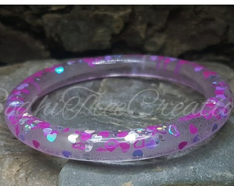 Resin bangle Purple / pink floating hearts