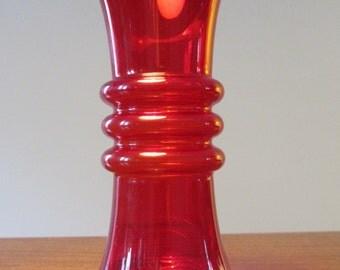 TAMARA ALADIN - Kielo series - Riihimäen Lasi Oy -  Ruby/Red Glass Vase - Made in Finland - 1970s