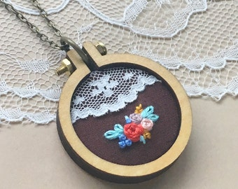 Floral Mini Hoop Necklace, Vintage Lace Necklace, Hand Embroidered Jewelry, Rustic Jewelry, Boho Chic Necklace, Wood Necklace, Lace Trim