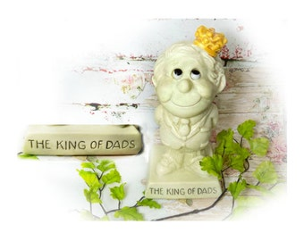 Dad's gift , Fathers day gift , R & W Berries - vintage Russ Berrie - Russ Berry figurine , King of Dads ,  # 34