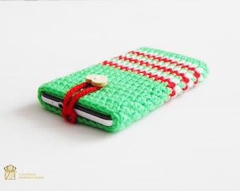 Christmas phone case. Crochet phone case, Crochet Phone Sleeve, Iphone 6S Case, Samsung Galaxy S4 Case, Samsung Galaxy S4 Sleeve.