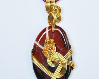 Pendant, Agate, aluminum wire, glass beads. LBC12102016B