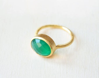 Green Onyx gold ring, Green ring, Green onyx gemstone jewelry, green gemstone ring, ring different sizes, gold ring with gem green onyx