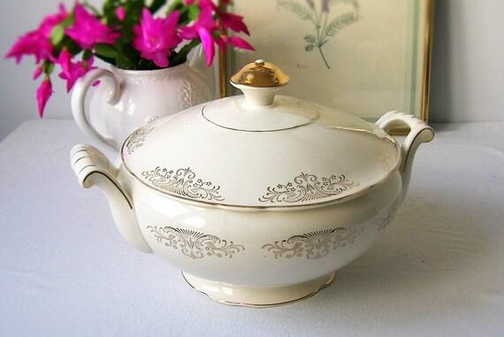 soupi re ancienne en porcelaine soup tureen porcelaine. Black Bedroom Furniture Sets. Home Design Ideas
