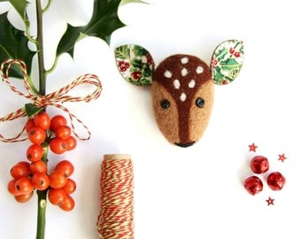 Christmas Deer Brooch, Unique Christmas Gift, Christmas Novelty Jewellery, Needle Felted Deer Brooch, Christmas Accessories, Gifts For Her