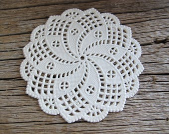 White cream doily coasters (set of 30) / paper doyleys 3 1/2 inches / cutwork doilies