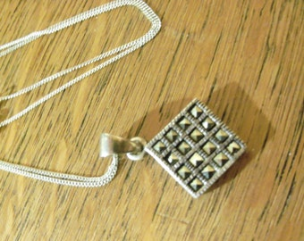 Lovely vintage 925 silver with marcasite pendant