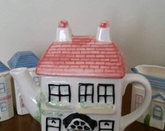 Vtg house teapot
