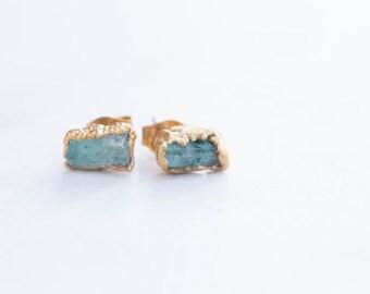 Emerald Earring, May Birthstone, Raw Crystal Earrings, Rough Emerald Earrings, Boho Earrings, Stud Earrings, Bridal Earrings, Green Earrings