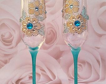 Champagne flutes, Wedding Toasting Flutes, Celebration glasses, wedding glasses, turquoise flute, wedding gift, toasting glasses, champagne