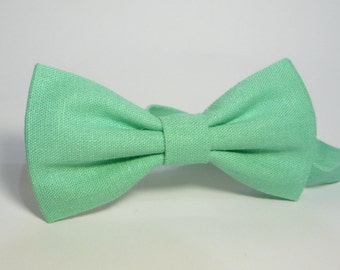 Light green bow tie, mint linen bow ties, mint green bow tie, linen mint bow tie, moss linen tie, bow tie for wedding.