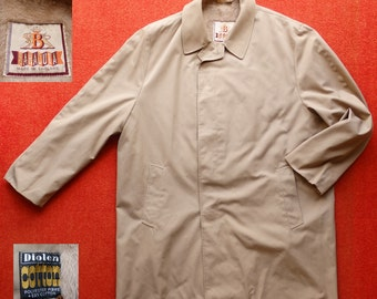 Vintage 60's Baracuta Raincoat. Size XXL. As New Condition.