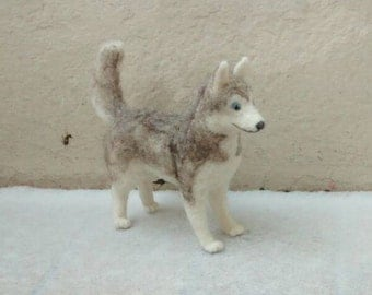 Needle of felted Husky, handmade dog from felt, felt, felt sculpture, decoration, needle felted husky dog, Christmas gift