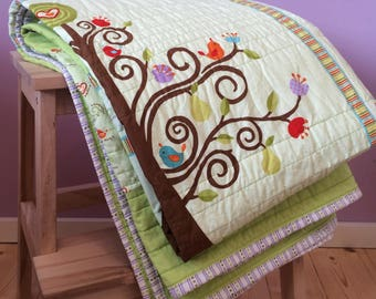 Young Women quilt GREEN