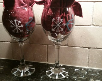 Hand painted snowflake wine glasses, set of 2; winter wine glasses; winter wedding wine glasses; Holiday stemware; Christmas wine glasses