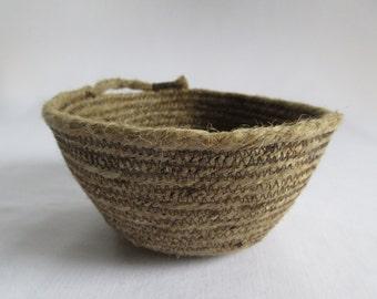 Coiled jute rope bowl<>modern rustic