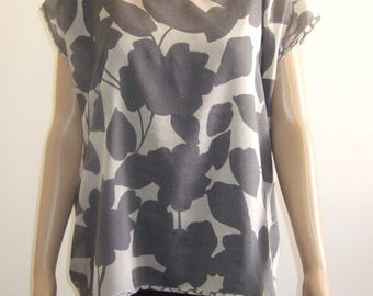 The blouse with short sleeves beautiful veil cotton-silk print