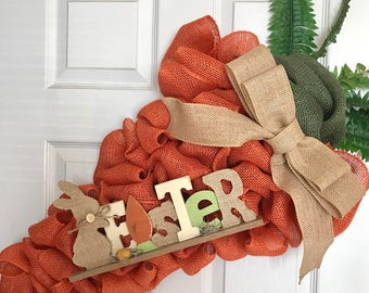 Adorable Giant Carrot-shaped Wreath for Easter!