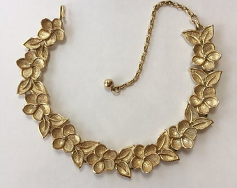 Vintage Pretty Gold Tone Flower Necklace Choker Style
