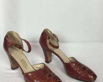 Vintage 1940's Brown Leather Strappy Spectator Oxford Peep Toe Heels.