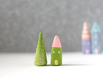 Little clay set - green house with pink roof with dots and green tree with lines and dots decoration