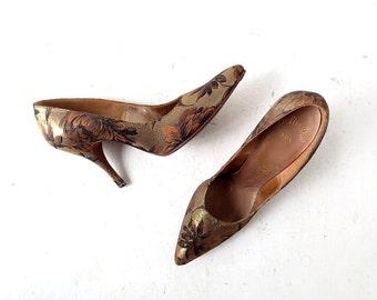 Vintage 1950s Shoes | Gold Floral Pumps | Stiletto Heels | Size 8