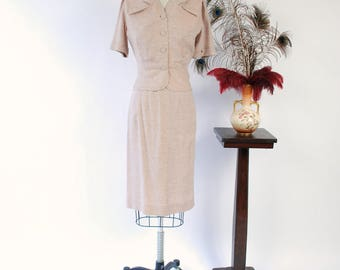 1950s Vintage Suit - Light Tan Tailored Short Sleeved Suit with White Fleck and Short Peplum