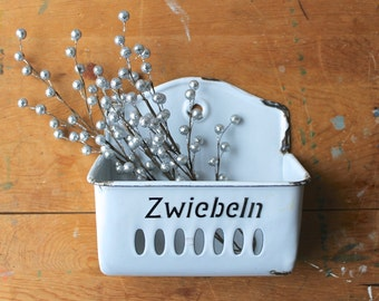 German Enamelware Wall Pocket, Enamel Zwiebeln Holder, Vintage Enamelware, European Enamelware, Vintage Kitchen Storage, Rustic Farmhouse