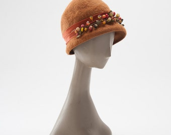 Vintage 1960s Mocha Wool Felt Hat with Berries: Mod 60s Cloche Brushed Felt, Retro Flapper, Autumn Fall