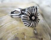 Antique flower ring, vintage 925 sterling flower ring, French floral ring, vintage floral ring, daisy ring, marguerite ring