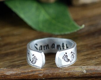 Mommy Ring, Personalized Mom Ring, Baby feet Ring,  Birthdate and Name Ring, Gift for Mom, Mothers Day Gift, New Mom Gift, Name Jewelry