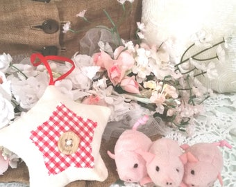 3 little pigs, dollhouse supplies, christmas decorations, tiny pink pigs, gingham star, shabby christmas