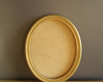Sweet Oval Frame - Vintage Gold Picture Frame - No Glass