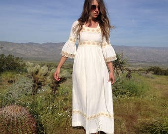 Vintage 70's Cream Gauze and Lace Bell Sleeve Maxi Dress / Cotton Prairie Peasant Dress / Boho Hippie Women XS S