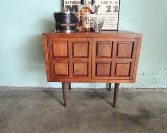 MID CENTURY MODERN Storage Cabinet, Bar or Media Stand (Los Angeles)