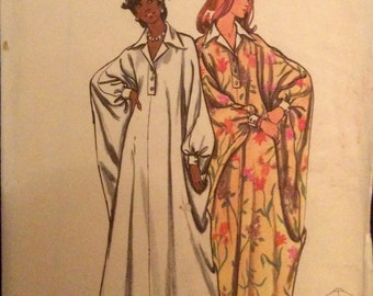 Vintage Pattern Retro CAFTAN with Notched Collar 1970s Size Large Button Shirtfront Retro Loungewear