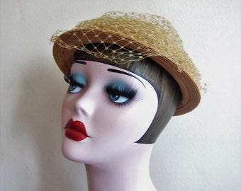 Vintage 1950s Beige Straw Hat with Veil / 50s Round Summer Hat by Chanda