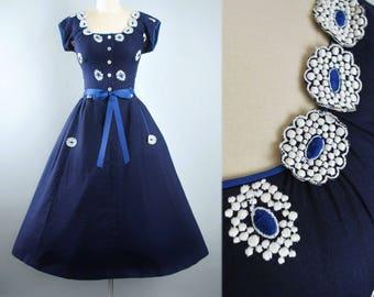 Vintage 50s Tina Leser Dress / 1950s Navy BLUE Cotton Sundress EMBROIDERED 3D Floral Applique Picnic Garden Party Pinup Small Medium S M