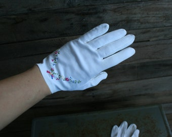 Vintage White Embroidered Cotton Driving Gloves - Gatsby Gloves - Lawn Party Gloves
