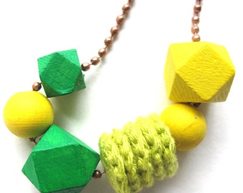 boterbloem - necklace with copper ball chain and green and yellow beads and crocheted parts