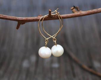 Bridal pearl earrings, gold simple white pearl wedding earrings, June birthstone, anniversary, gift for Mon, gift for her