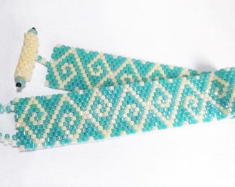 Beaded bracelet - turquoise and cream peyote stitch bracelet, abstract turquoise green and cream bracelet with beaded toggle clasp