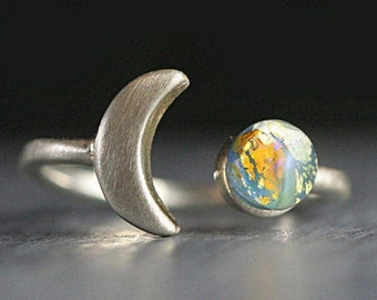 Sterling moon & fire opal ring. Crescent moon and planet. Turquoise vintage glass opal cabochon. Delicate. Adjustable. Gift for her.