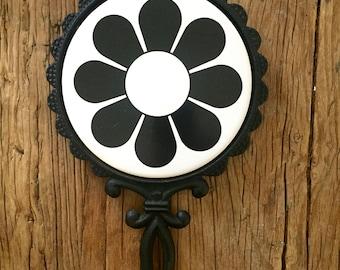 Vintage Daisy Ceramic Trivet / Retro Daisy Trivet