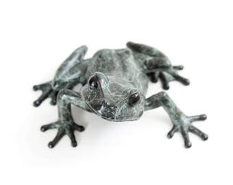 Limited edition bronze tree frog No.12  (Looking right)